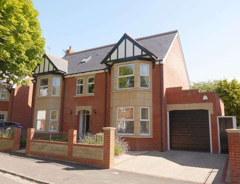 6 Bedrooms Detached House for sale in The Mall, Swindon