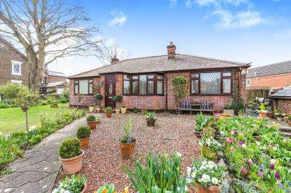3 Bedrooms Bungalow for sale in High Street, Sandy, Bedfordshire, .