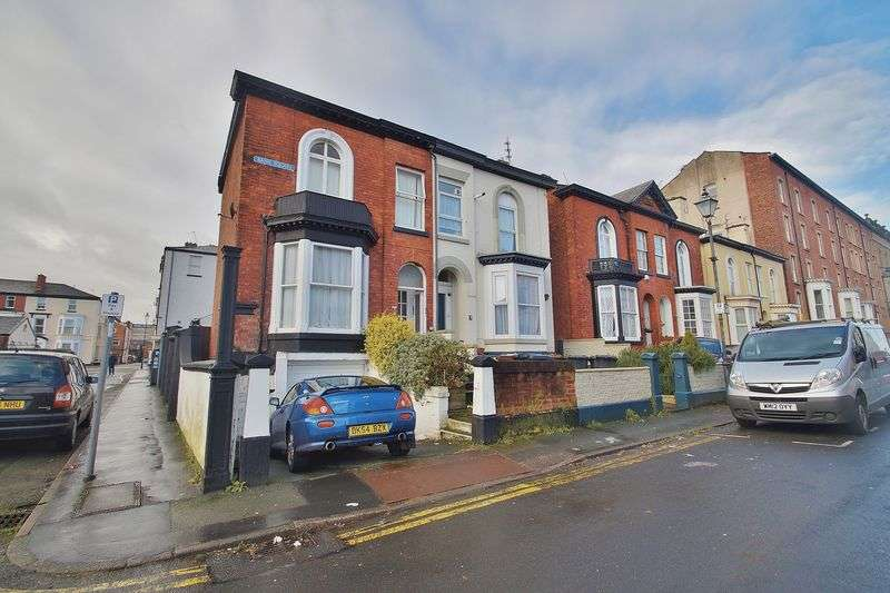 5 Bedrooms Semi Detached House for sale in Bank Square, Southport