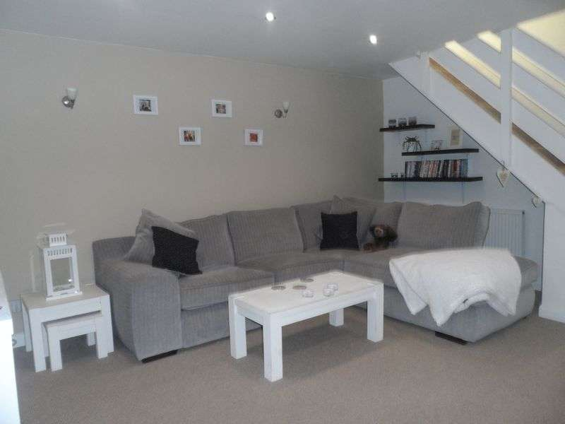 2 Bedrooms Flat for sale in Rhosddu Road, Wrexham