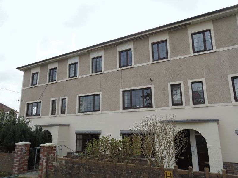 2 Bedrooms Flat for sale in Parkfields Road Bridgend CF31 4BJ