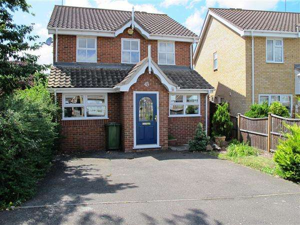 4 Bedrooms Detached House for sale in Carlyle Gardens, Wickford