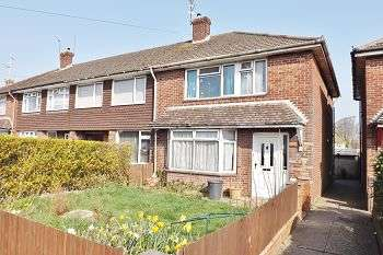 3 Bedrooms House for sale in Middle Park Way, Havant, PO9 4AD