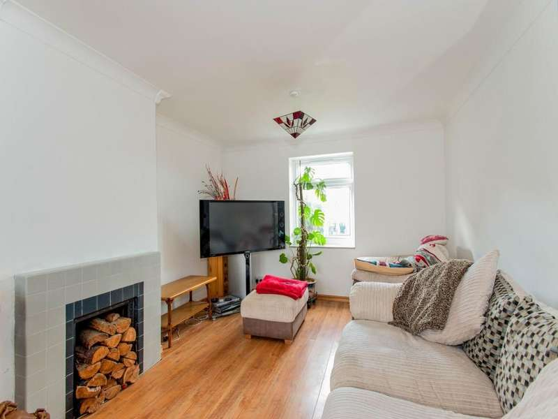 3 Bedrooms Property for sale in Foundry Road, Yapton, Arundel, BN18