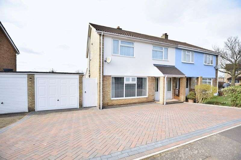 3 Bedrooms Semi Detached House for sale in Fouracres Walk, Hemel Hempstead