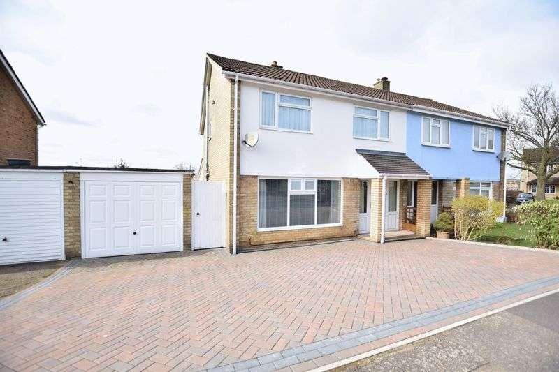 3 Bedrooms Semi Detached House for sale in Fouracres Walk, Hemel Hempstead