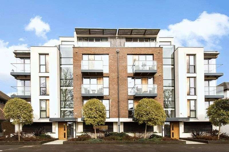 2 Bedrooms Flat for sale in Queens Road, Hersham.