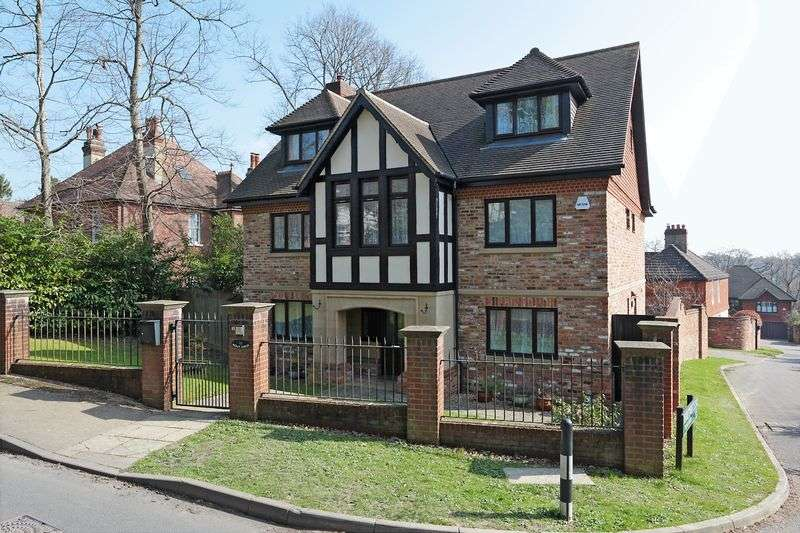 7 Bedrooms Detached House for sale in Thorntree Close, Heathfield, East Sussex