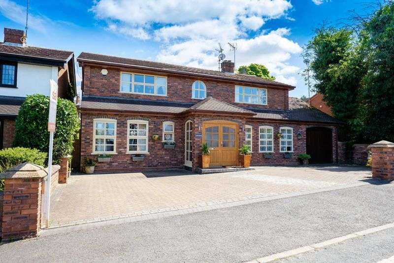 4 Bedrooms Detached House for sale in Penn Road, Gospel End Village