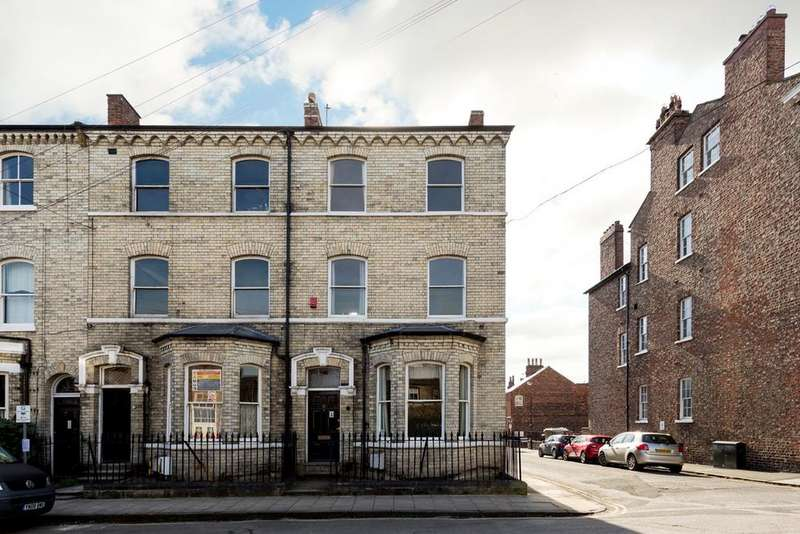 6 Bedrooms Town House for sale in Priory Street, York, YO1