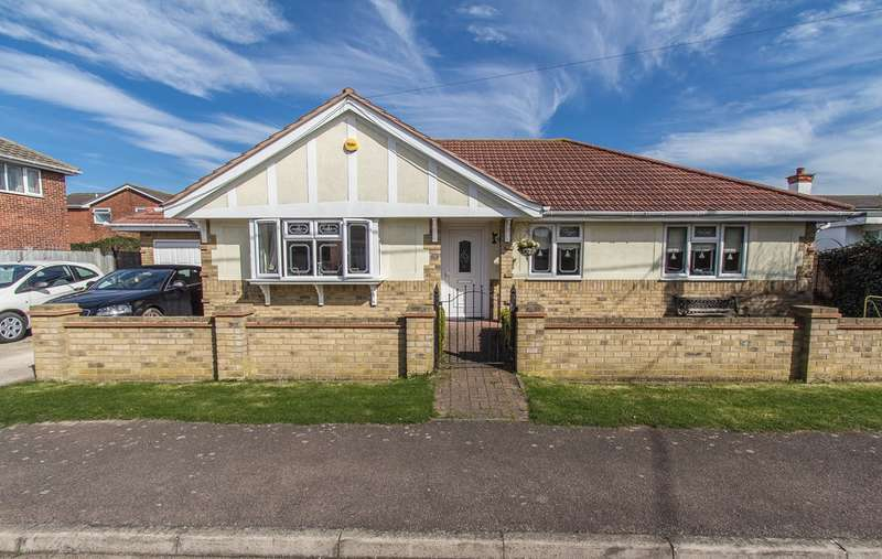 4 Bedrooms Detached Bungalow for sale in Normans Road, Canvey Island, SS8