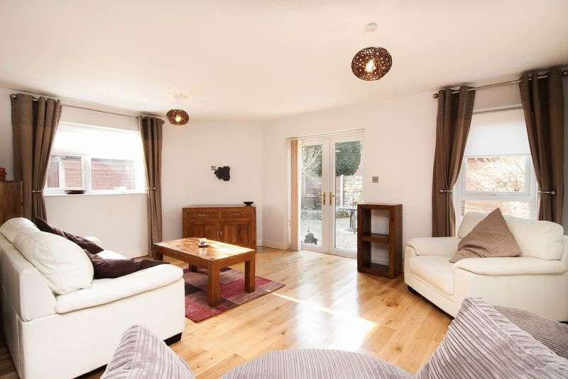 2 Bedrooms Semi Detached Bungalow for sale in 97 Beechfields, Eccleston, PR7 5RF