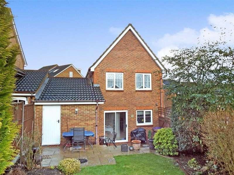 3 Bedrooms Detached House for sale in Fairfield Way, Stevenage, Hertfordshire, SG1