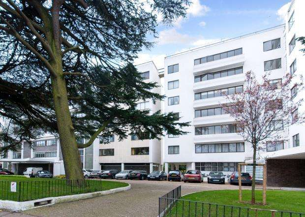 4 Bedrooms Flat for sale in North Hill, Highgate Village, London, N6