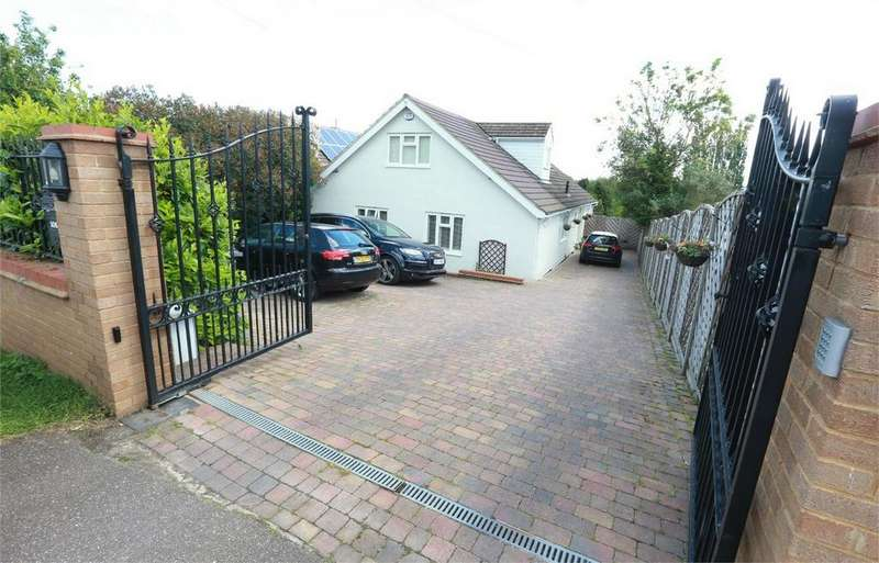 5 Bedrooms Detached House for sale in Corby Road, Weldon, Weldon, Northamptonshire