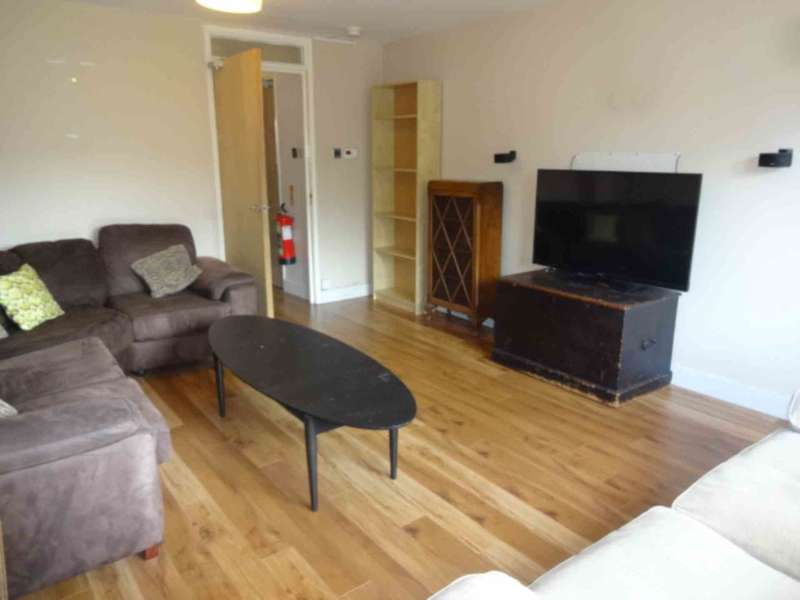4 Bedrooms Terraced House for rent in Dumbarton Road, Glasgow