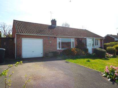 2 Bedrooms Bungalow for sale in Winchester, Hampshire