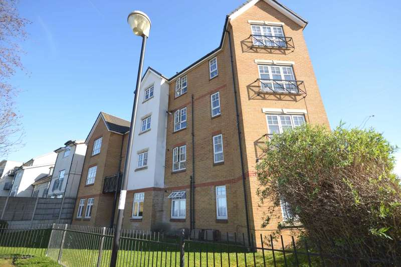 2 Bedrooms Flat for sale in Greenhaven Drive, Thamesmead