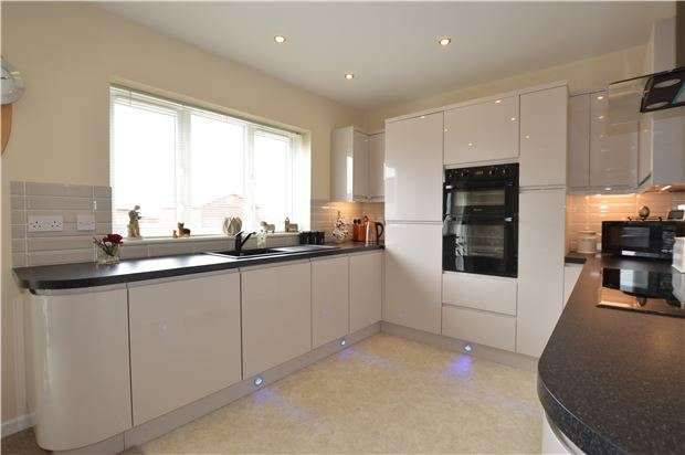 2 Bedrooms Semi Detached Bungalow for sale in Moorland Road, Yate, BRISTOL, BS37 4BT