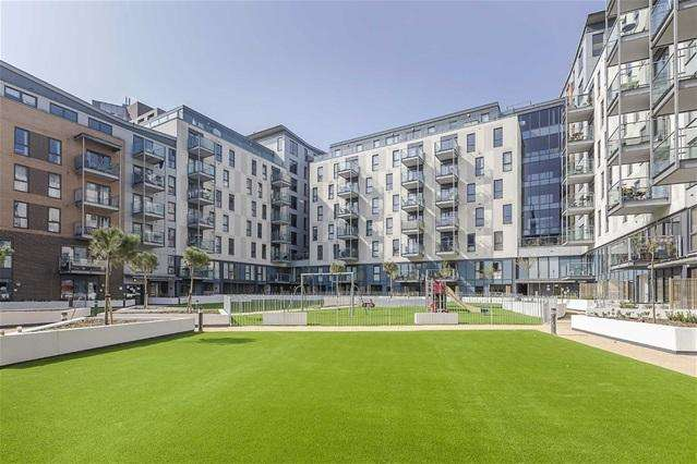 2 Bedrooms Flat for sale in St Lukes Square, Shirley Street, Canning Town