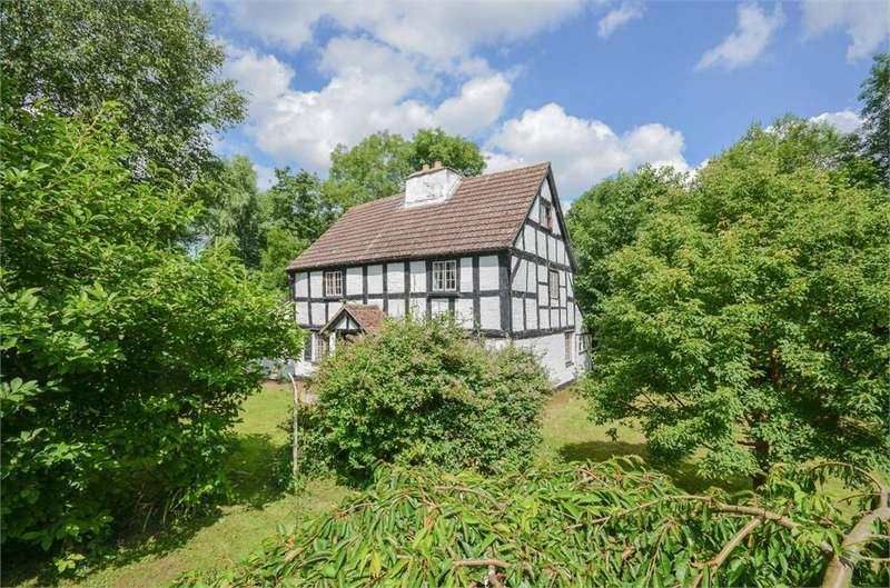 5 Bedrooms Detached House for sale in Kenchester, Herefordshire