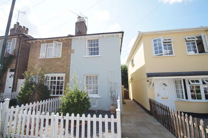 2 Bedrooms Semi Detached House for sale in Anderson Road, Weybridge KT13