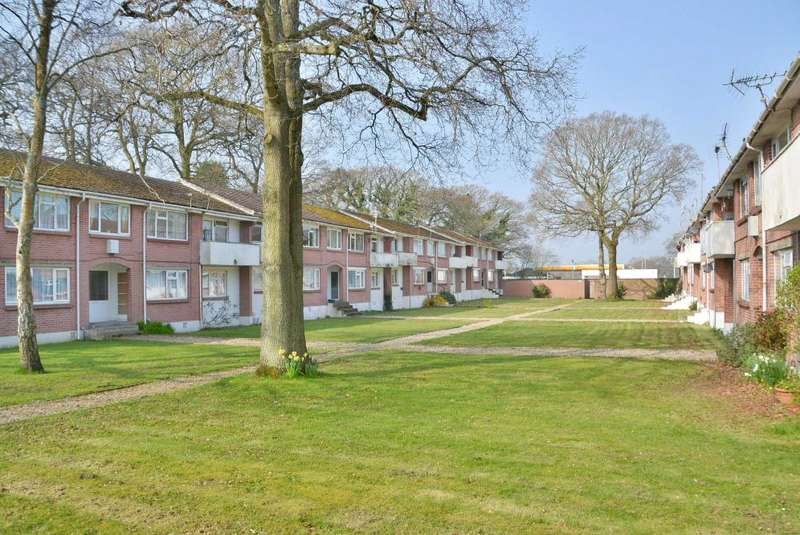 2 Bedrooms Flat for sale in Plantation Court, Poole, BH17 9LW