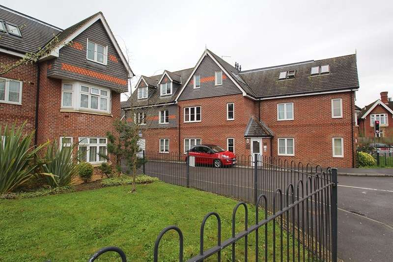 2 Bedrooms Apartment Flat for sale in Craigbank Court, Fareham