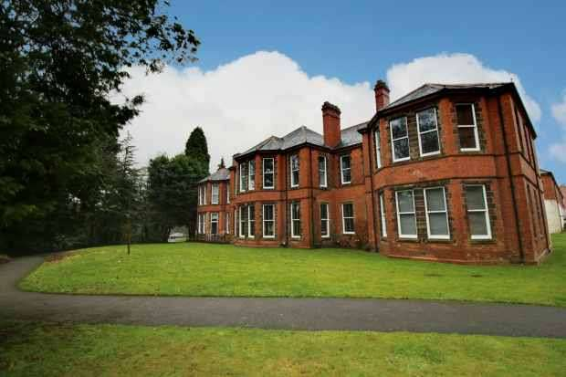 3 Bedrooms Apartment Flat for sale in Willow Drive, Leek, Staffordshire, ST13 7FG