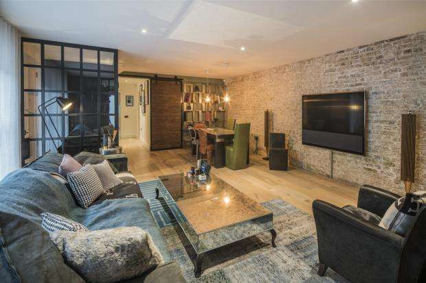 2 Bedrooms Mews House for sale in Rochester Place, Camden, NW1