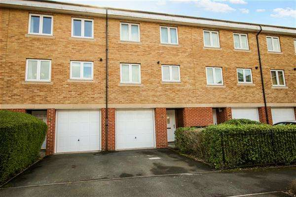 4 Bedrooms Terraced House for sale in Saltash Road, Swindon