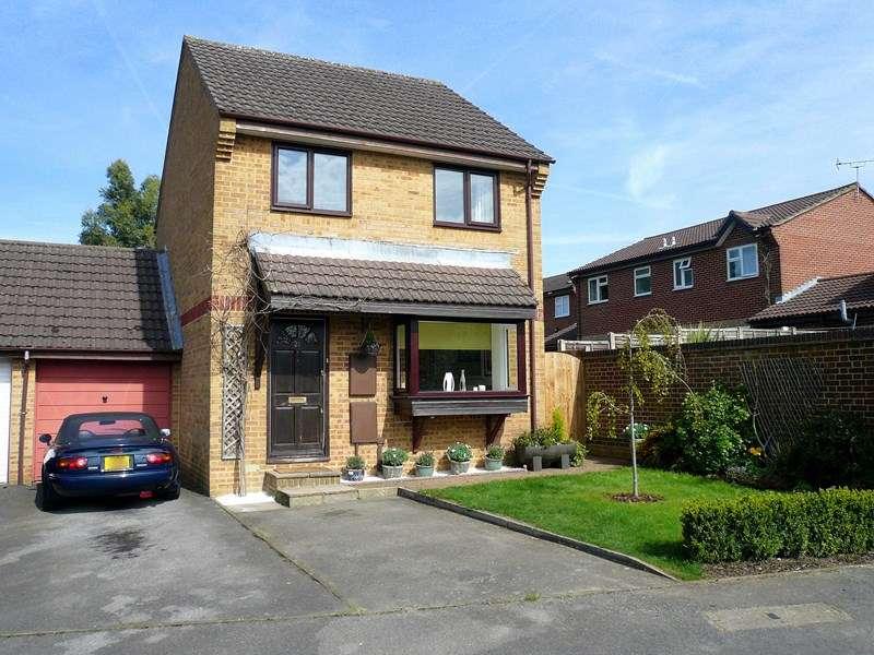 3 Bedrooms Link Detached House for sale in Windermere Road, Bordon