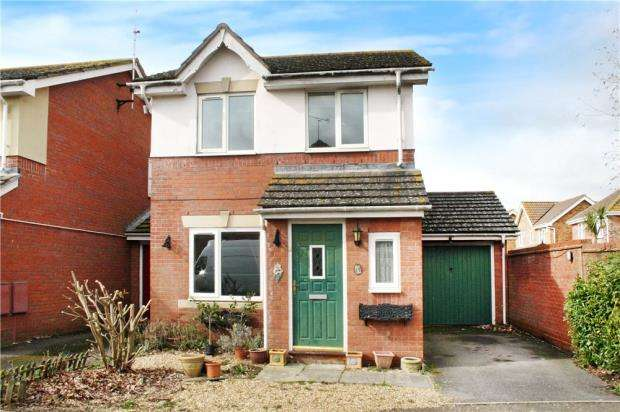 3 Bedrooms Link Detached House for sale in Camelia Close, Littlehampton, West Sussex, BN17