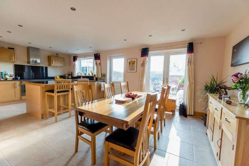 4 Bedrooms Detached Bungalow for sale in Whitby Avenue, Stockton Lane, YORK