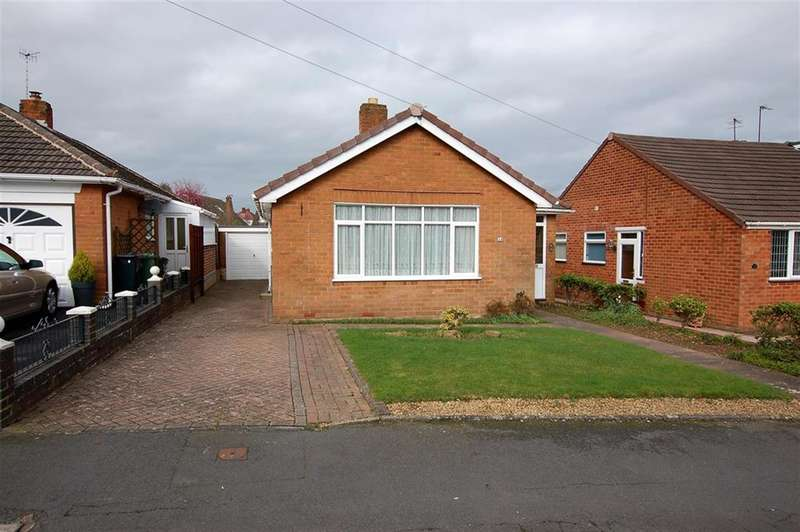 2 Bedrooms Bungalow for sale in Hilldene Road, Kingswinford, DY6 9SR