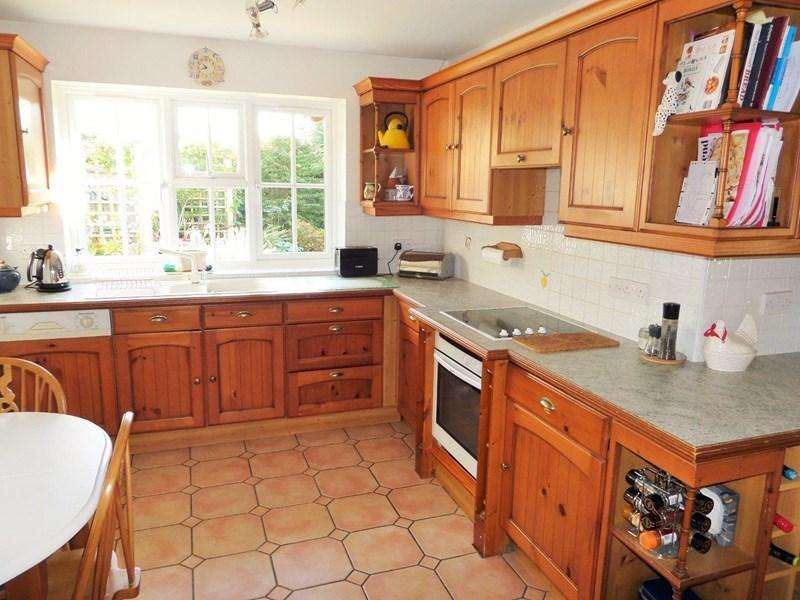 3 Bedrooms Bungalow for sale in Mayfields Top Street, Bolney