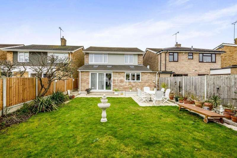 4 Bedrooms Detached House for sale in Dungannon Chase, Thorpe Bay