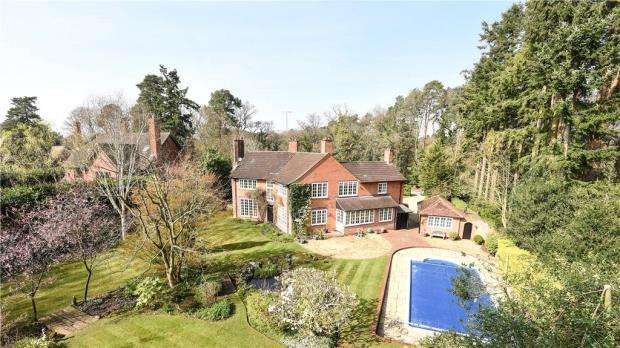 4 Bedrooms Detached House for sale in The Devils Highway, Crowthorne, Berkshire