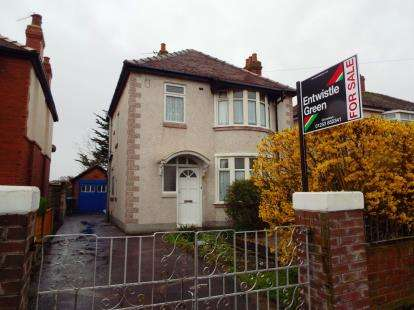 3 Bedrooms Detached House for sale in Cumberland Avenue, Thornton-Cleveleys, FY5