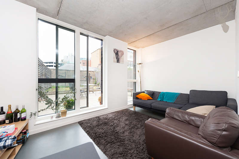 3 Bedrooms Flat for sale in Cosmopolitan House, Christina Street, Shoreditch, EC2A