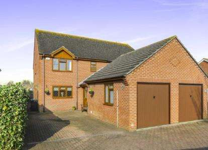3 Bedrooms Semi Detached House for sale in Hayling Island, Hampshire
