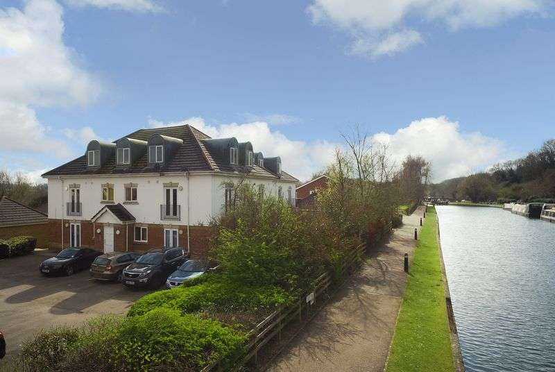 2 Bedrooms Flat for sale in Byewaters, Watford, WD18 8WJ