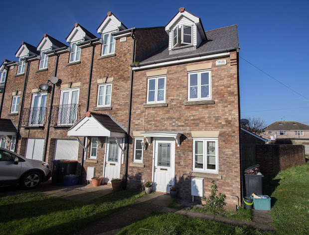 3 Bedrooms Terraced House for sale in Moorland Gardens, Liswerry, Newport, NP19