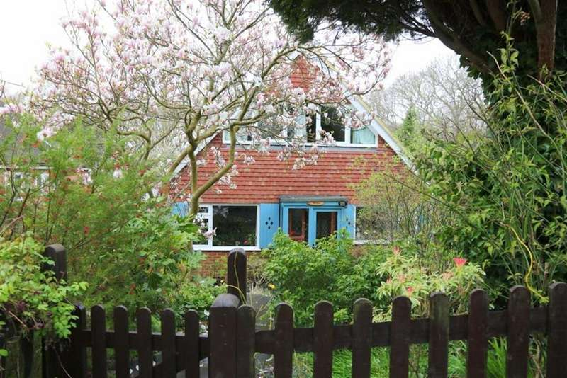 3 Bedrooms Detached House for sale in Station Road, Crowhurst