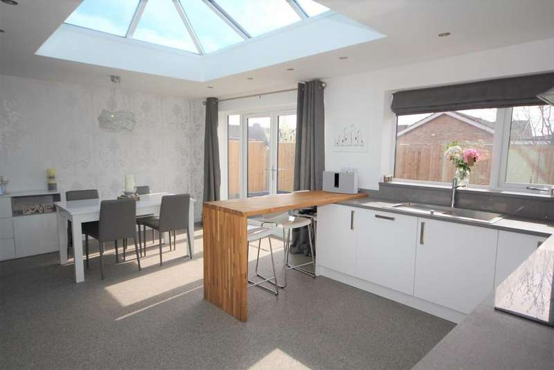 3 Bedrooms Semi Detached Bungalow for sale in Curlew Glebe, Dunnington, York, YO19