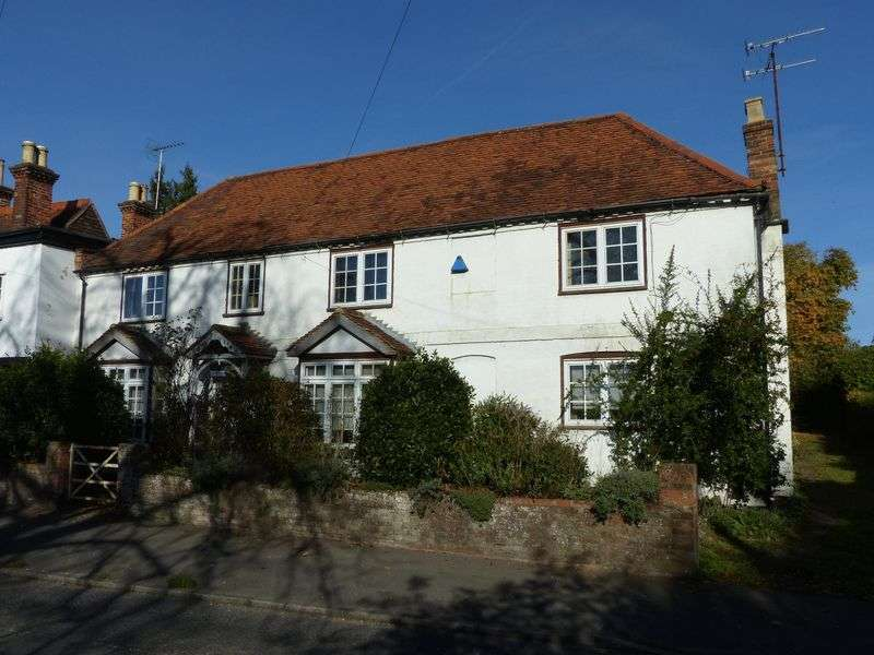 4 Bedrooms Semi Detached House for sale in Bourne End-Well End