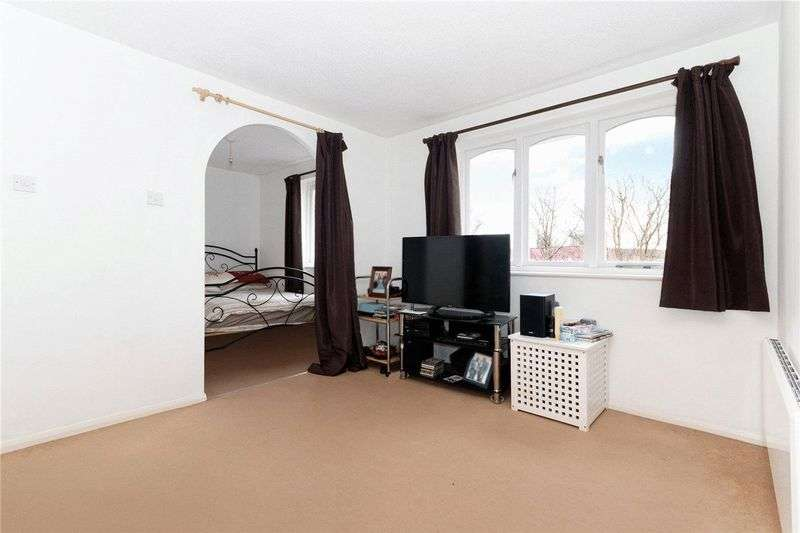 1 Bedroom Flat for sale in A Well presented third floor (top) apartment, perfect for first time buyers located in a quiet residential road near New cross station.