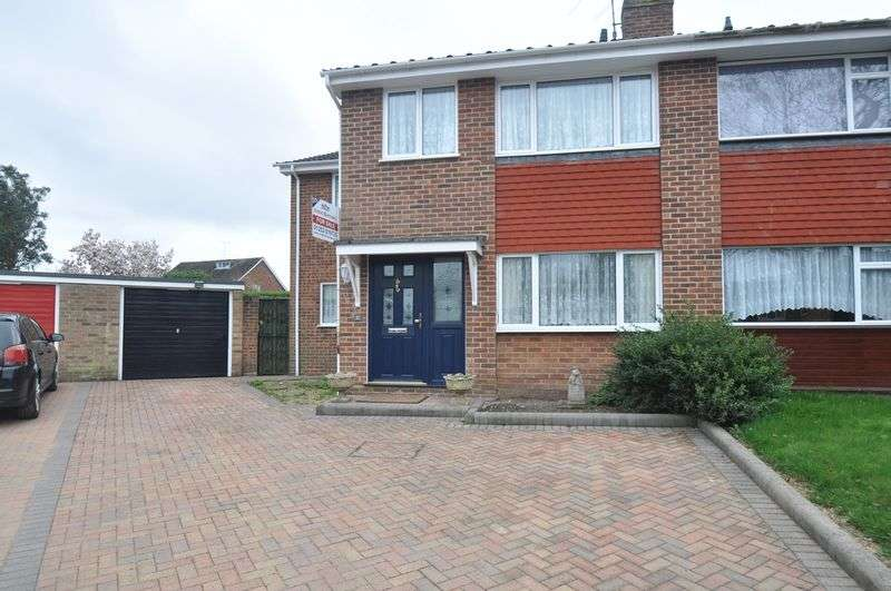 4 Bedrooms Semi Detached House for sale in Home Park Road, Yateley