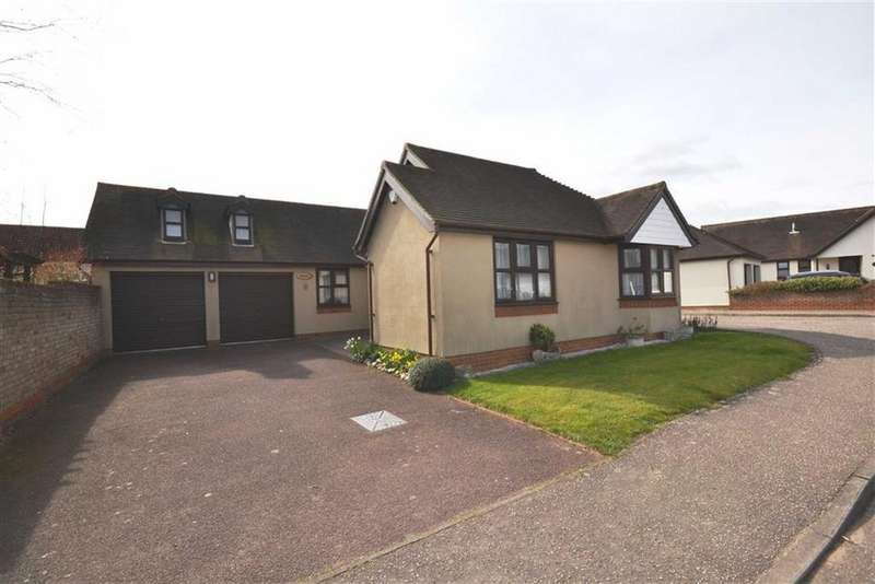 3 Bedrooms Bungalow for sale in Connaught Drive, South Woodham Ferrers