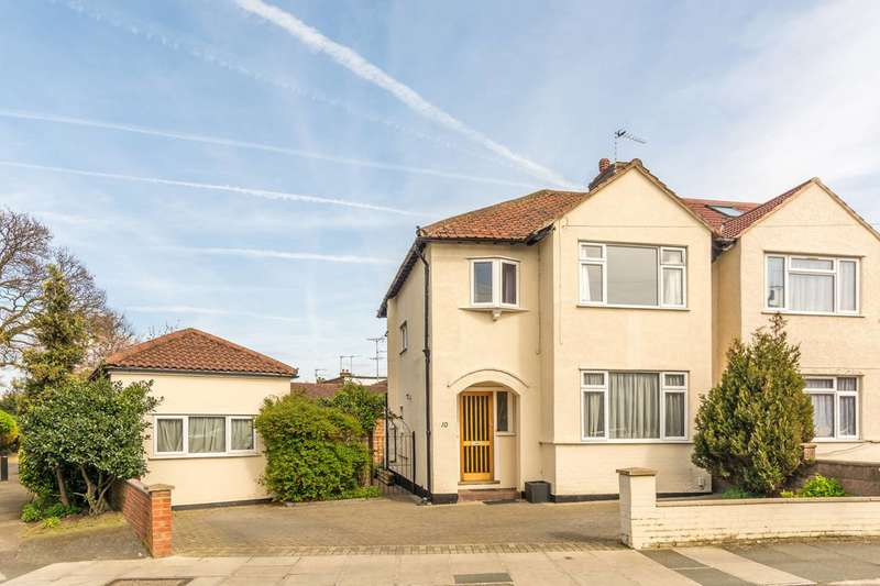 3 Bedrooms Semi Detached House for sale in Constance Road, Whitton, TW2